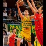Ines Kresovic entrando a canasta